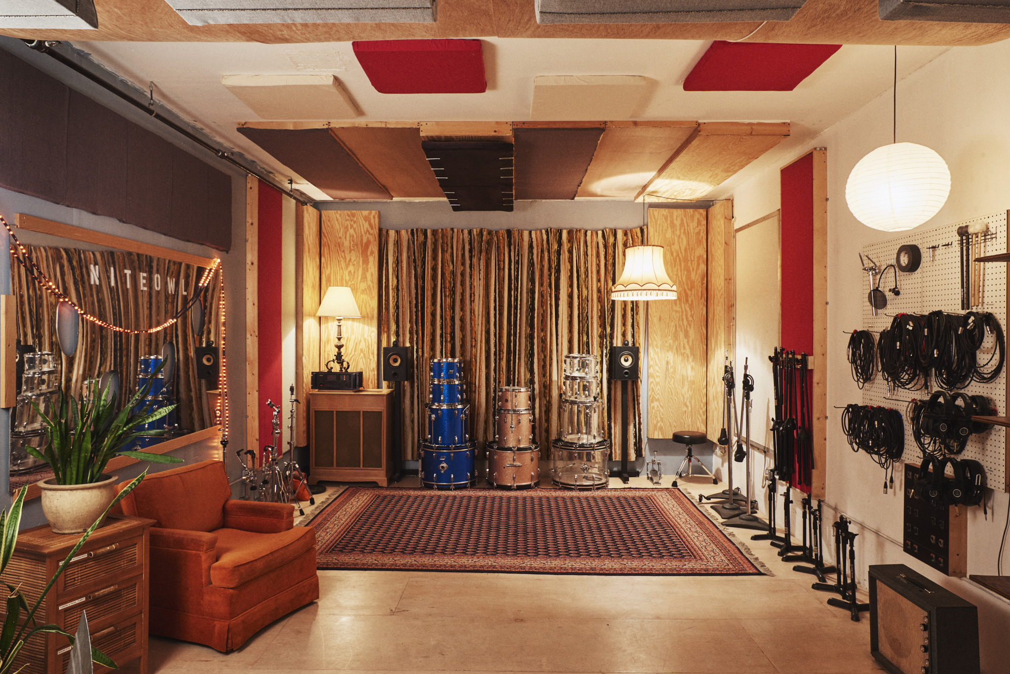 The seaside lounge recording studios brooklyn new york vibe for days for Recording studio live room design